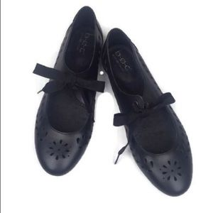 Born B.O.C Black Perforated Lace Bow Ballet Flats
